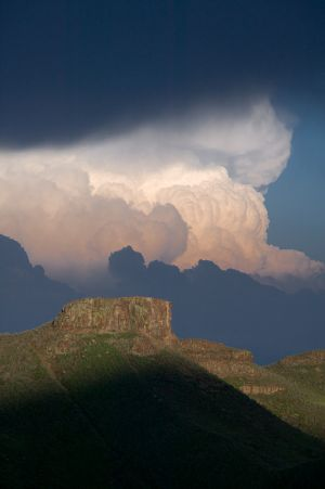 18-8E4T1440-Clouds over South Table Mountain
